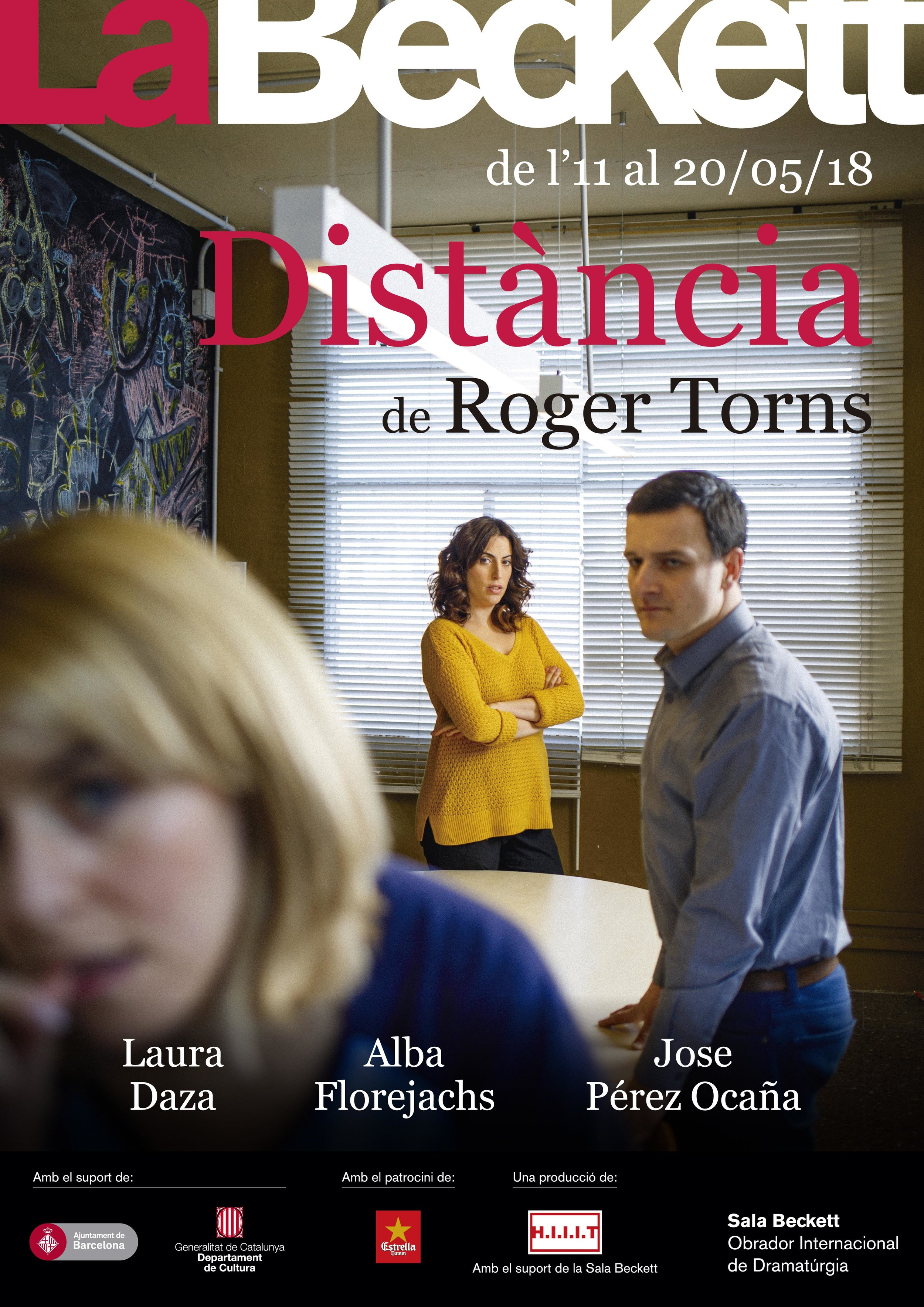 DISTÀNCIA - La Dolors ha arribat nova a l'institut i ha ensenyat un vídeo d'una agressió brutal als seus alumnes. A partir de l'arribada de la Dolors, l'Esther, una alumna exemplar, adopta una acti- tud contestatària i rebel, ns al punt d'agredir a un company empenyent-lo escales avall.FITXA ARTÍSTICADirecció i dramatúrgia Roger TornsIntèrprets Alba Florejachs, Laura Daza i José Pérez-OcañaEspai, vestuari i il·luminació Albert Ventura i Alejandra Lorenzo.Espai sonor i música Roger Torns i Laura DazaProducció i distribució Cristina FerrerProduït per H.I.I.I.T amb el Suport de la Sala Beckett