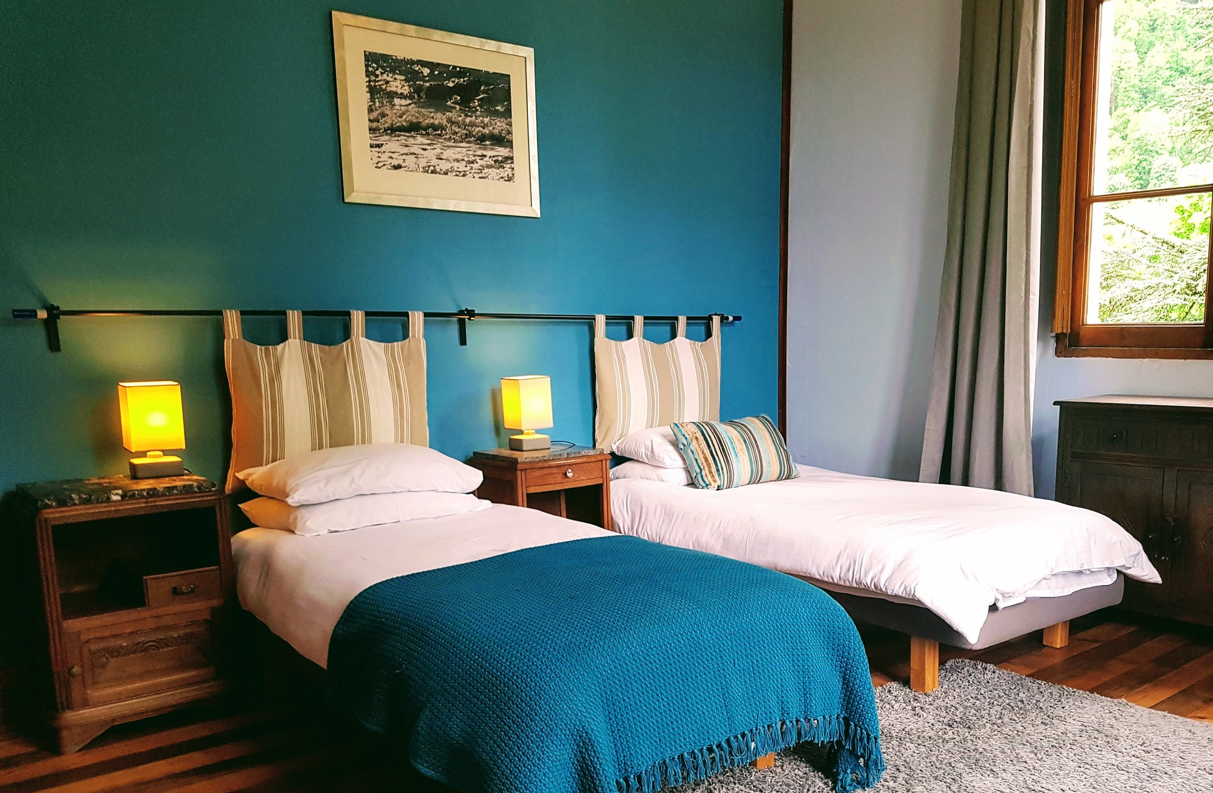 Blue bedroom for two - either in twin beds or a suoer king