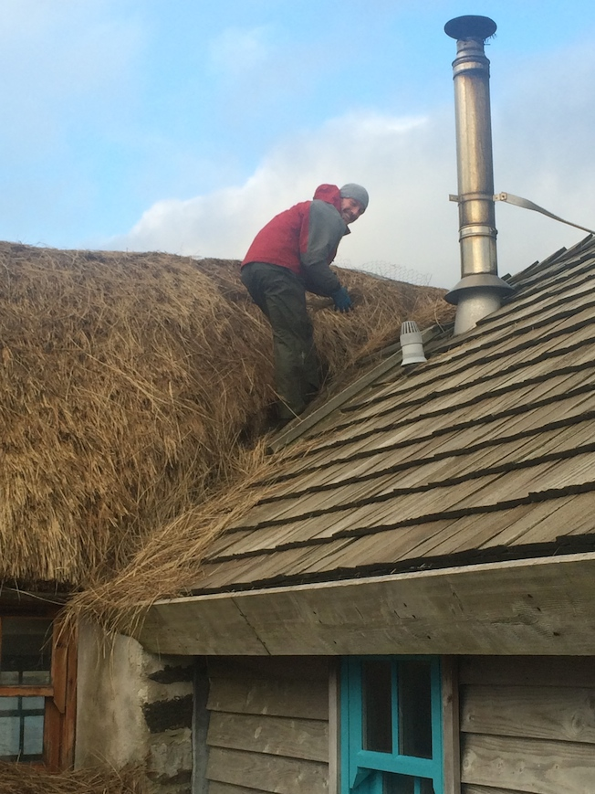 A sunny thatching day at Lamraig cottage.