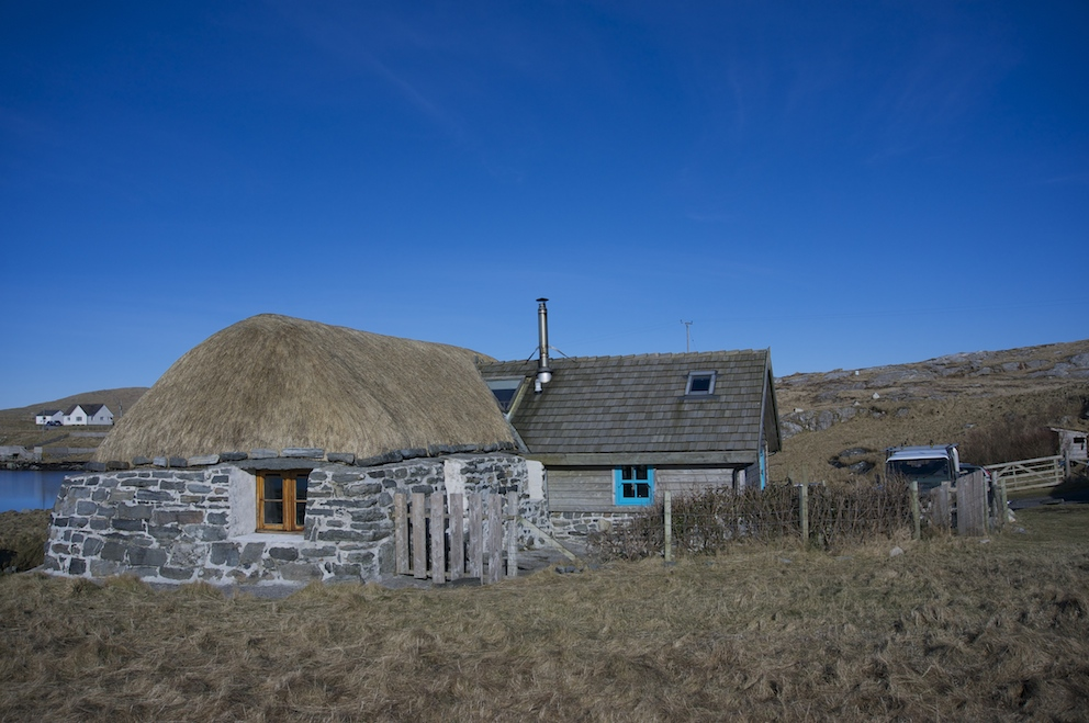 Lamraig cottage with thatching complete on a crisp February day.