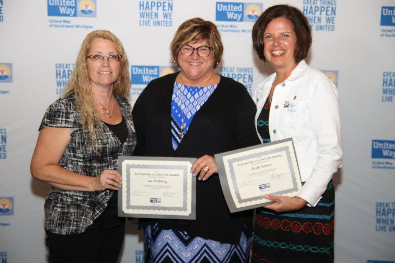 Sue Willming and Leslie Kroeze, 2017 Sustaining Volunteer Award Winners