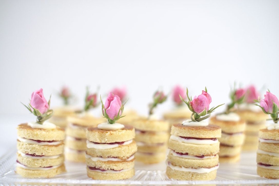 Rose and raspberry gâteaux