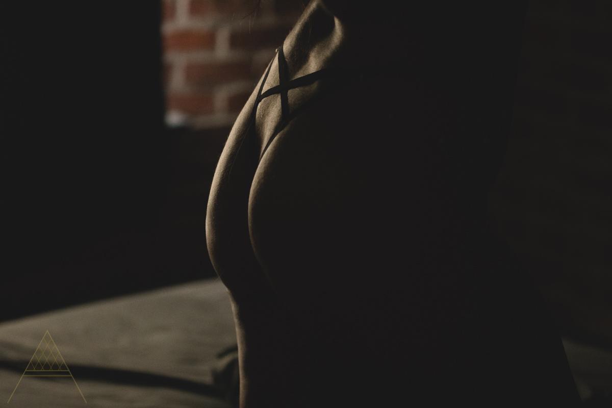 intimate-lifestyle-boudoir-photography-gastown-vancouver-unapologetically-feminine-aiota