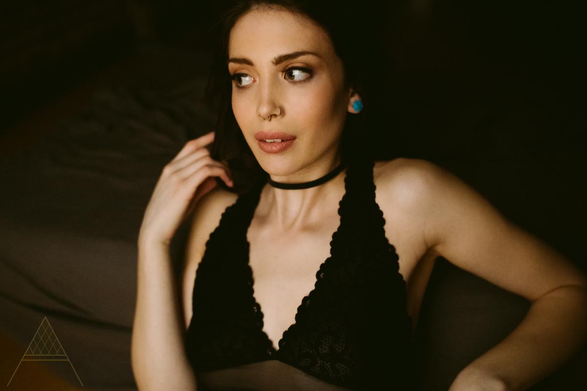 aiota-boudoir-intimate-portrait-photography-vancouver-10.jpg