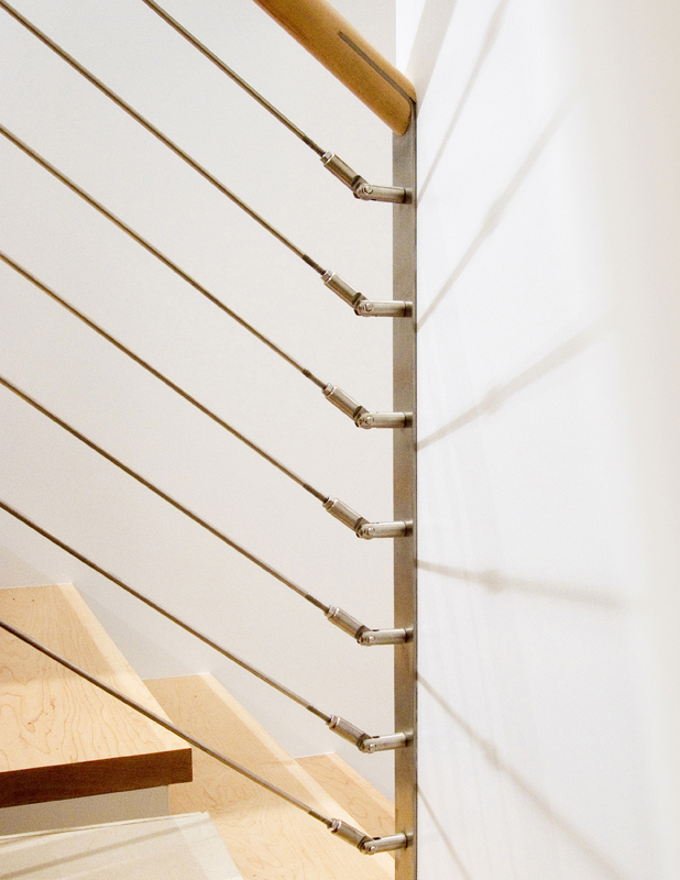 7671d0bc0fce65ebefdafbd65a38d914-2-stair_handrail_Stainless_steel_elements_with_wood_Serett_Metalworks.jpg