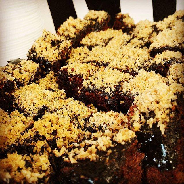 Today some delicious chocolate-coconut cake! Perjantaina tarjolla herkullista suklaa-kookoskakkua African Potsissa! #cake #chocolate #vegan #coconut #lunch #helsinki #suomi #finland #africanpots #instafood
