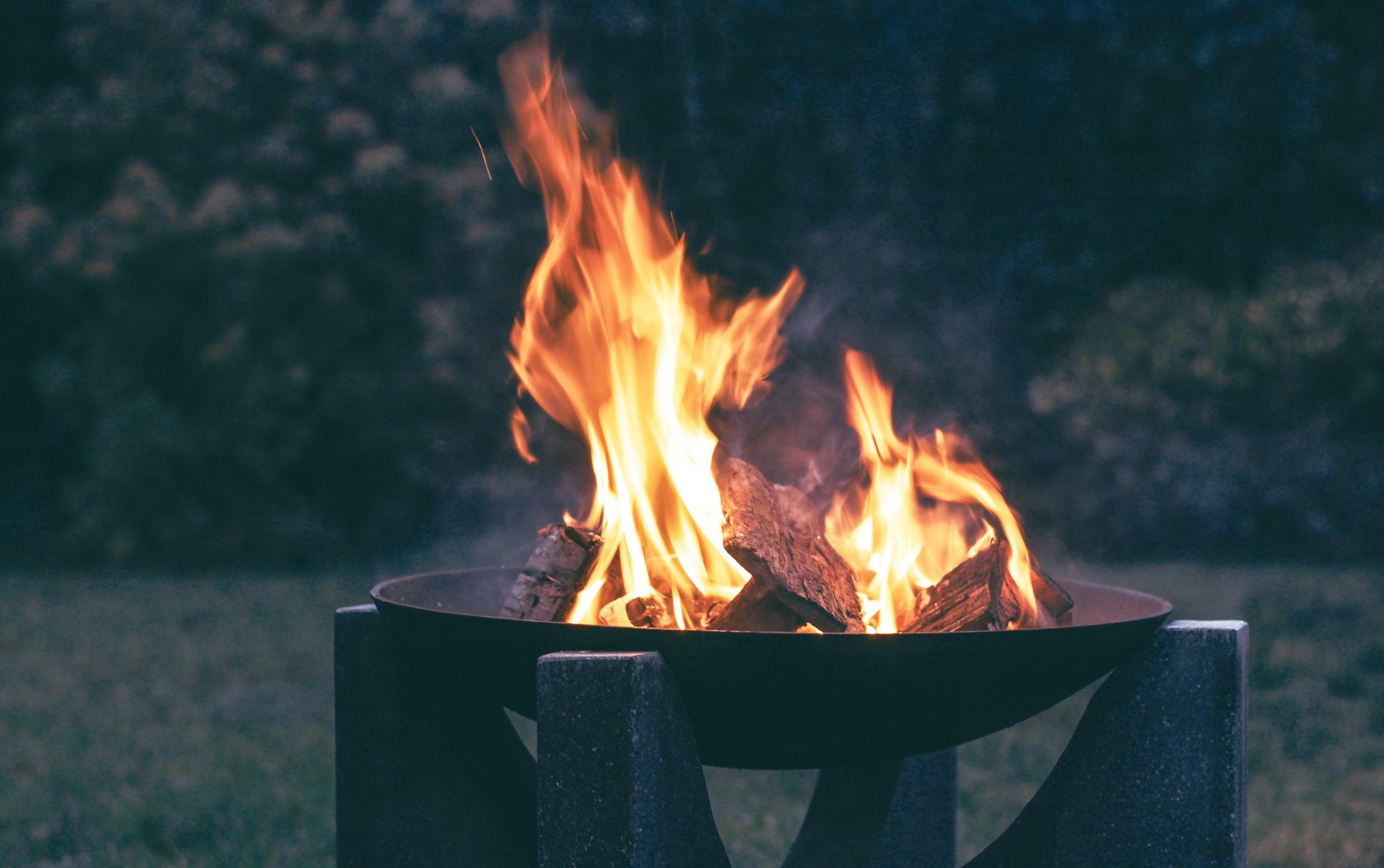 blaze-blur-bonfire-752538.jpg