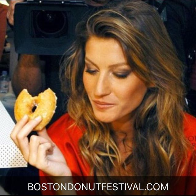Now we understand why @tombrady fell for @gisele 🍩 #byeweek @patriots