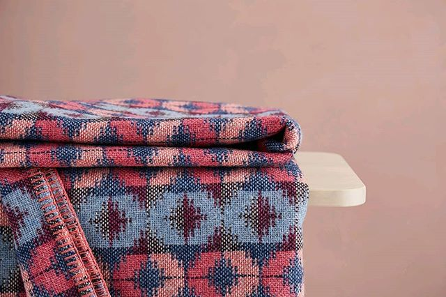 my throws add colour to a room on the sofa arm or at the end of the bed, as well as a welcome layer on chilly evenings. ⠀ #cockpitopenstudios #blanket #woveninwales #madeinwales