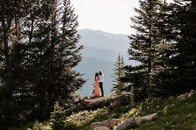 There are times when I seriously just want to grab a great book, hike up a mountain, lay down on a cool patch of grass, and just read for hours on end while listening to the sounds of nature....then I remember I live in Texas.😭😂 Creative Planning : @traveling_weddings_with_taylor Co-planner: @rachelrose_weddingsandevents  Makeup & Hair: @muah_jessicastoughton Venue: @thelittlenell Floral: @gardeniaeventdecor Models: @@laceysmomisback @bhatfield53 Paper goods :@samallencreates  Groom attire: @menswearhouse . . . . . . • • • • #dallasweddingphotographer #dfwweddingphotographer  #firstandlasts#belovedstories #momentsovermountains #radlovestories #unconventionaltogs #coloradoweddingphotographer #buffalove #bigsurweddingphotographer #buffalowedding#buffalobride #californiaweddingphotographer #buffalophotographer #buffalolifestylephotographer #buffaloweddingphotographer #buffaloengagementphotographer #newyorkweddingphotographer #newyorkwedding#newyorkbride #rochesterweddingphotographer #rochesterengagementphotographer#rochesterwedding #oklahomaweddingphotographer #wnyweddingphotographer #cnyweddingphotographer #niagarafallsweddingphotographer #fingerlakesweddingphotographer
