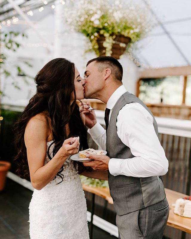Cake and kisses 🍰🍰 . . . . . #seattleweddingphotographer #newmexicoweddingphotographer #phoenixweddingphotographer #blackdiamondgardens #blackdiamondwa #arizonaweddingphotographer #pnwedding #seattleelopementphotographer #pnwweddingphotographer #portlandweddingphotographer #spokaneweddingphotographer #olympiaweddingphotographer #coloradoweddingphotographer #washingtonweddingphotographer #adventurouslovestories #loveandwildhearts #justalittleloveinspo #destinationweddingphotographers
