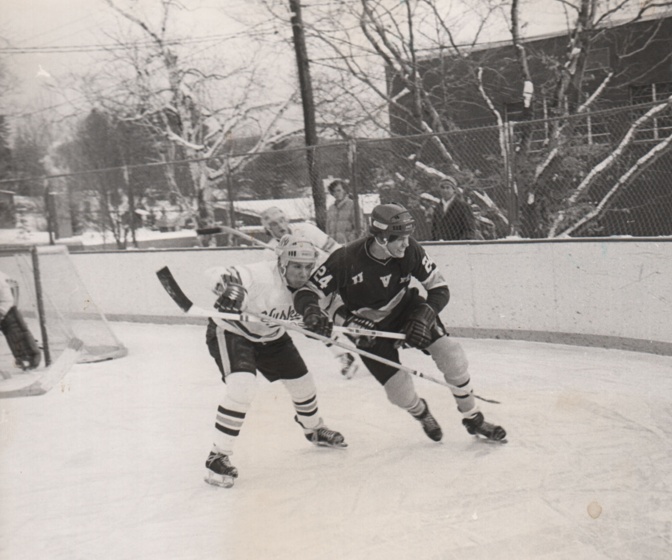 025Hockey.jpg