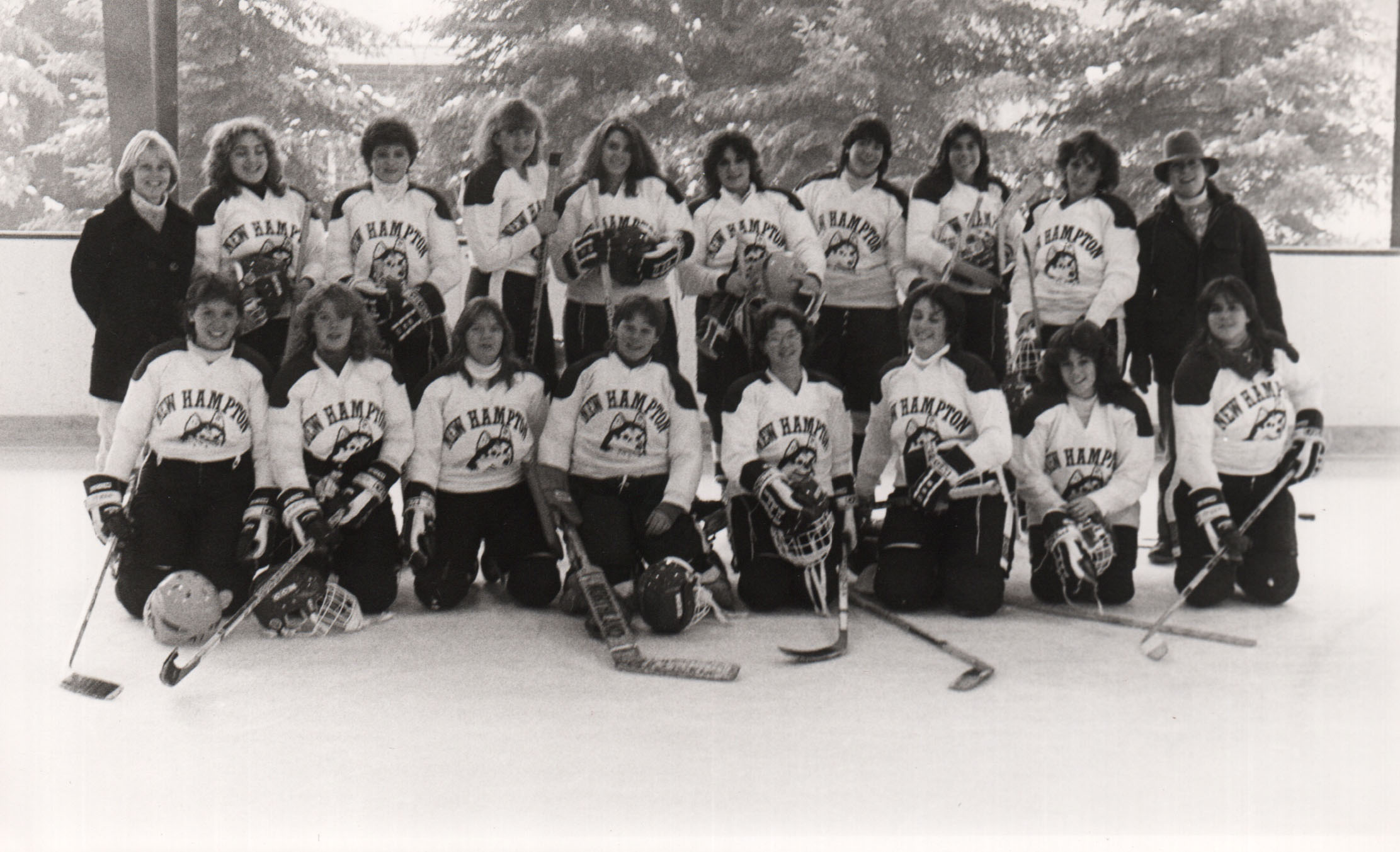 019Hockey.Womens.1983.jpg