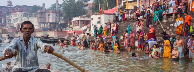 Boatman-with-people-on-the-ghat-Banner-670x250.jpg