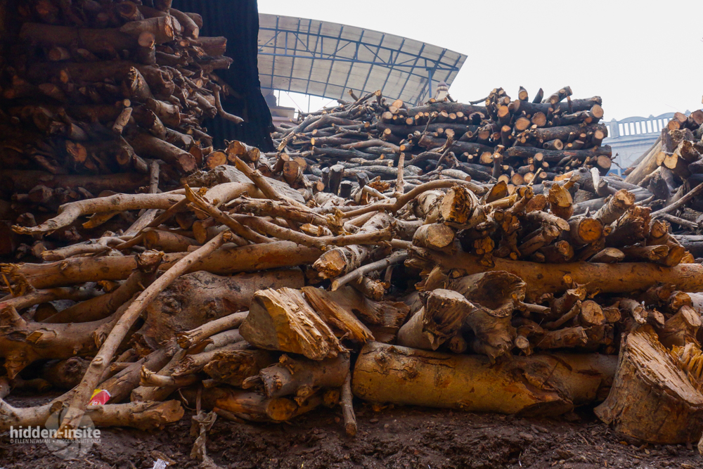 Wood-piled-up-Varanasi.jpg