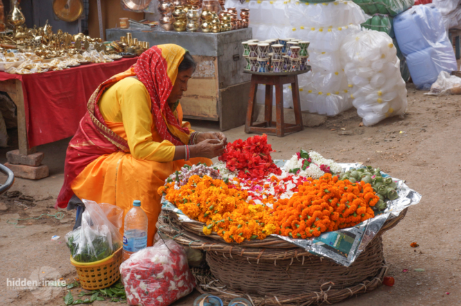 Lady-selling-marigolds-Varanasi-666x443_c.jpg