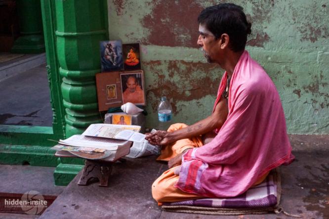 Man-studying-Varanasi-666x443_c.jpg