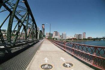 ポートランドの自転車専用レーン。自転車にやさしい街としても有名です