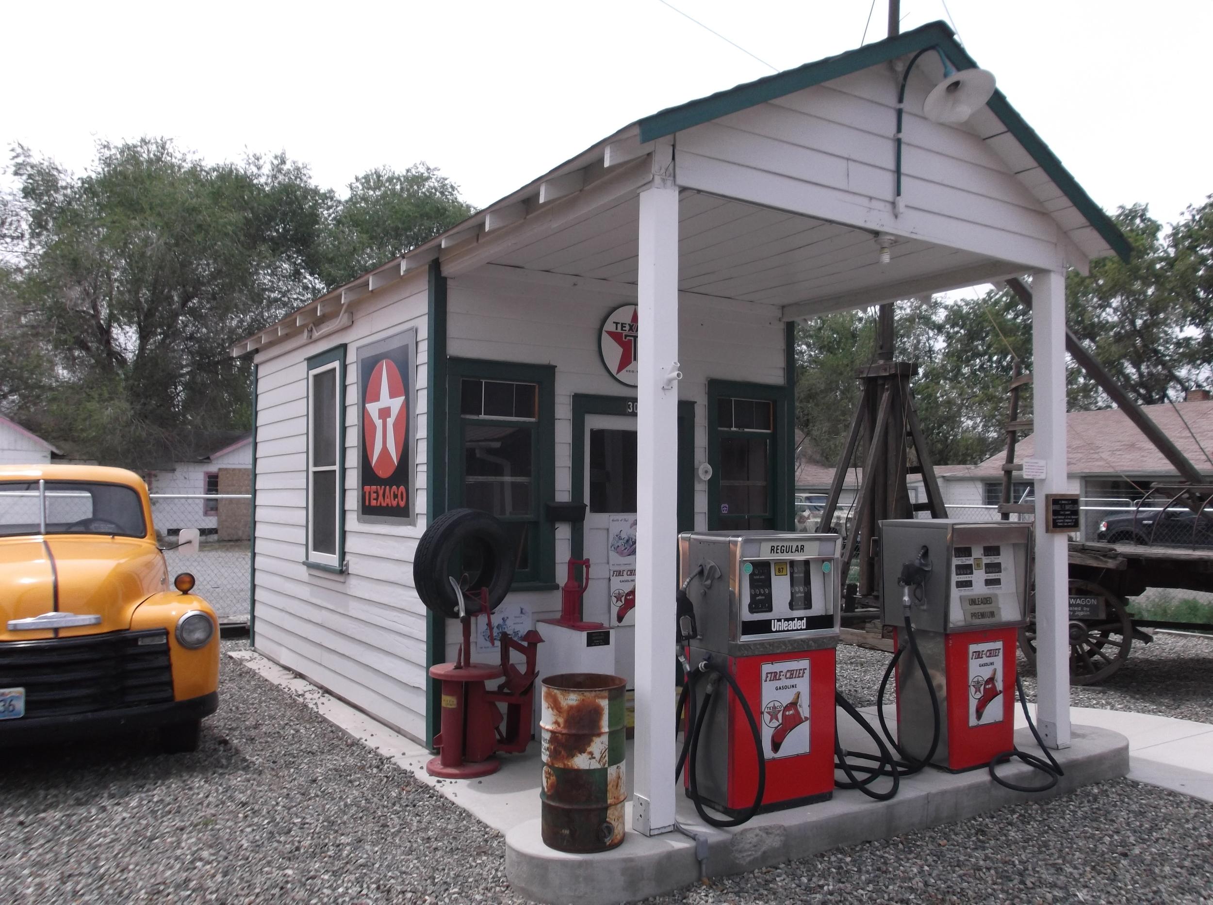 Gas Station, Yerington.JPG