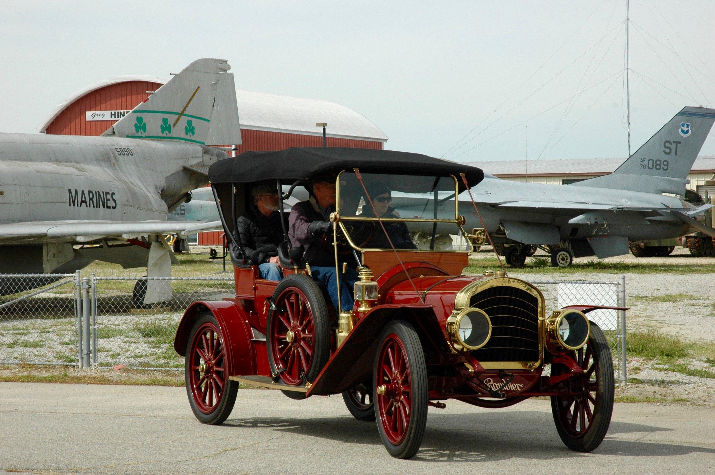 1908 Rambler.jpg