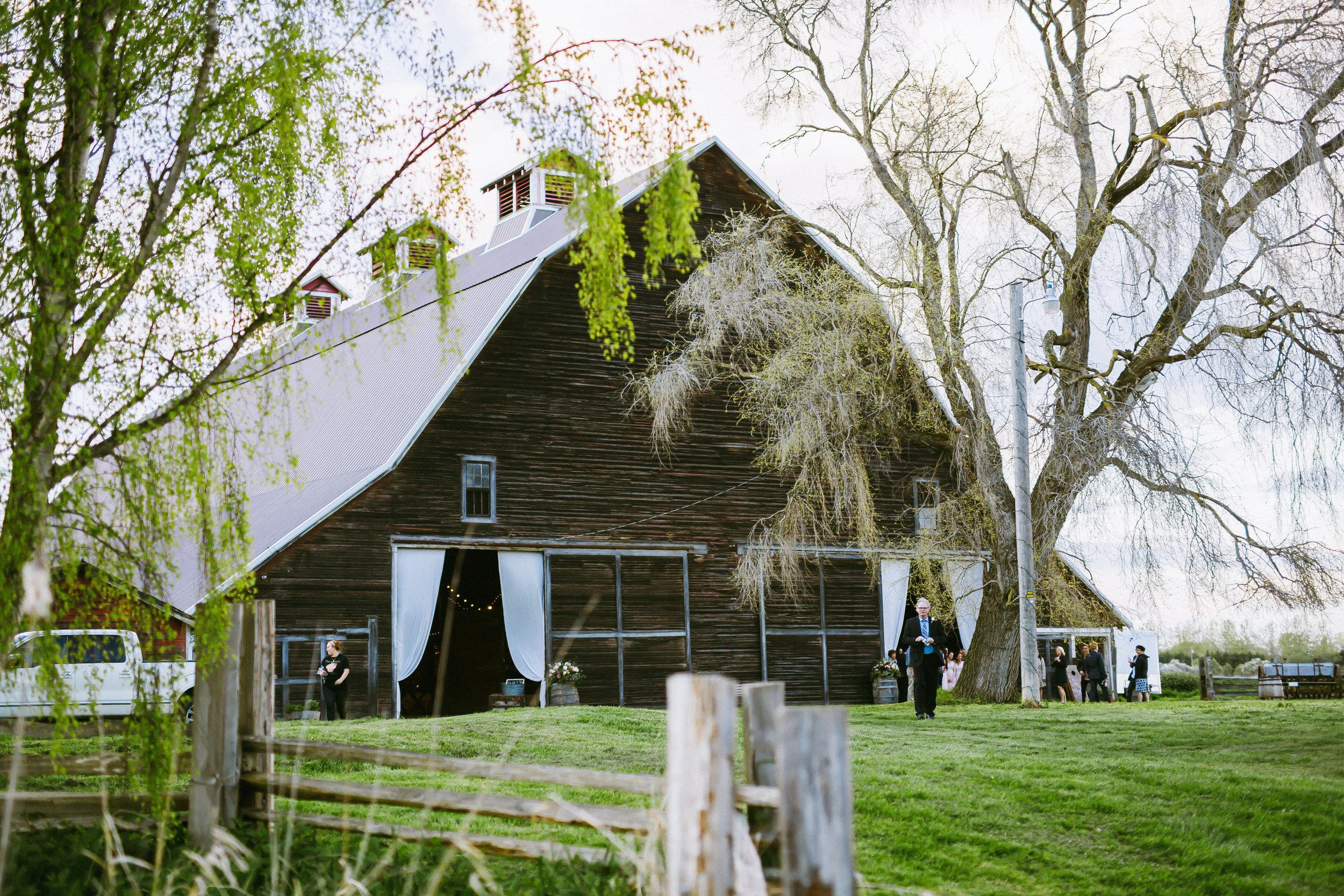 Randy + Emily. : Antique Barn Wedding