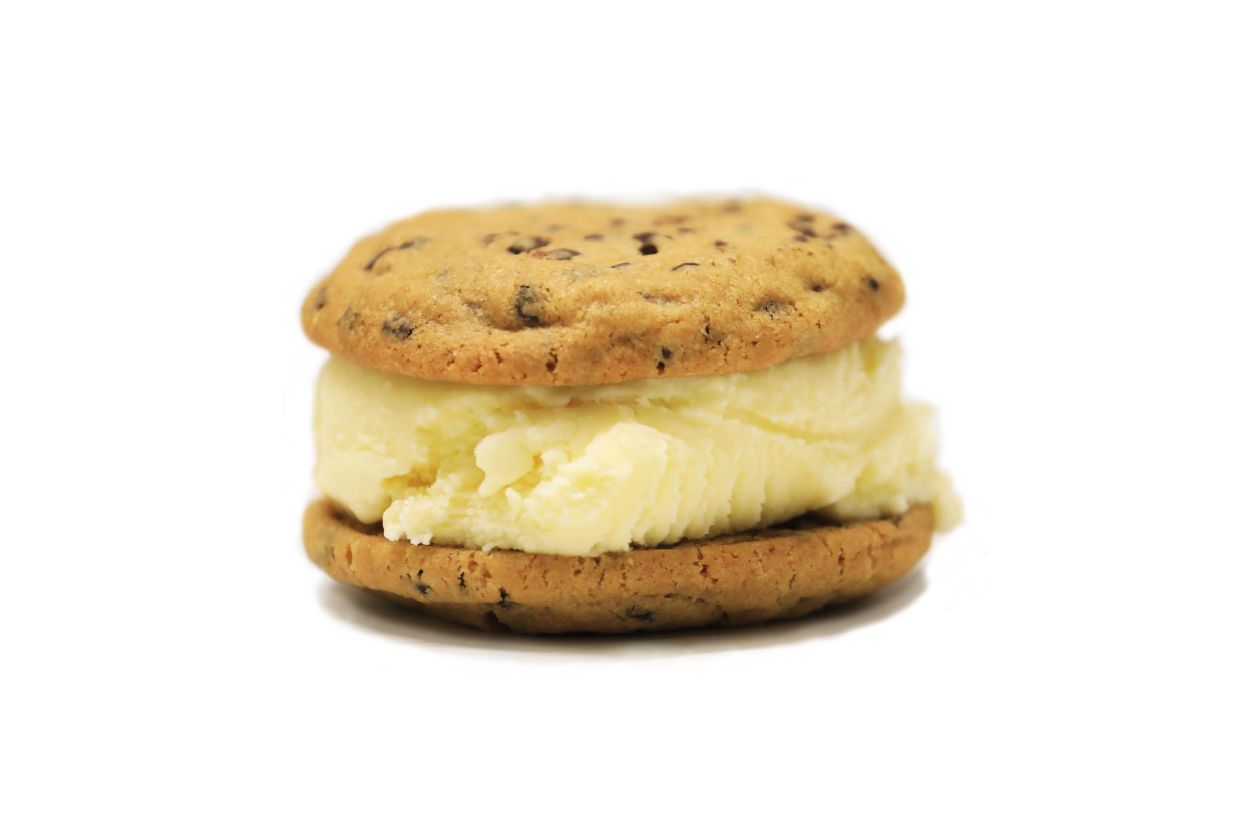 THE CLASSIC : Classic vanilla ice cream between two chocolate chip cookies