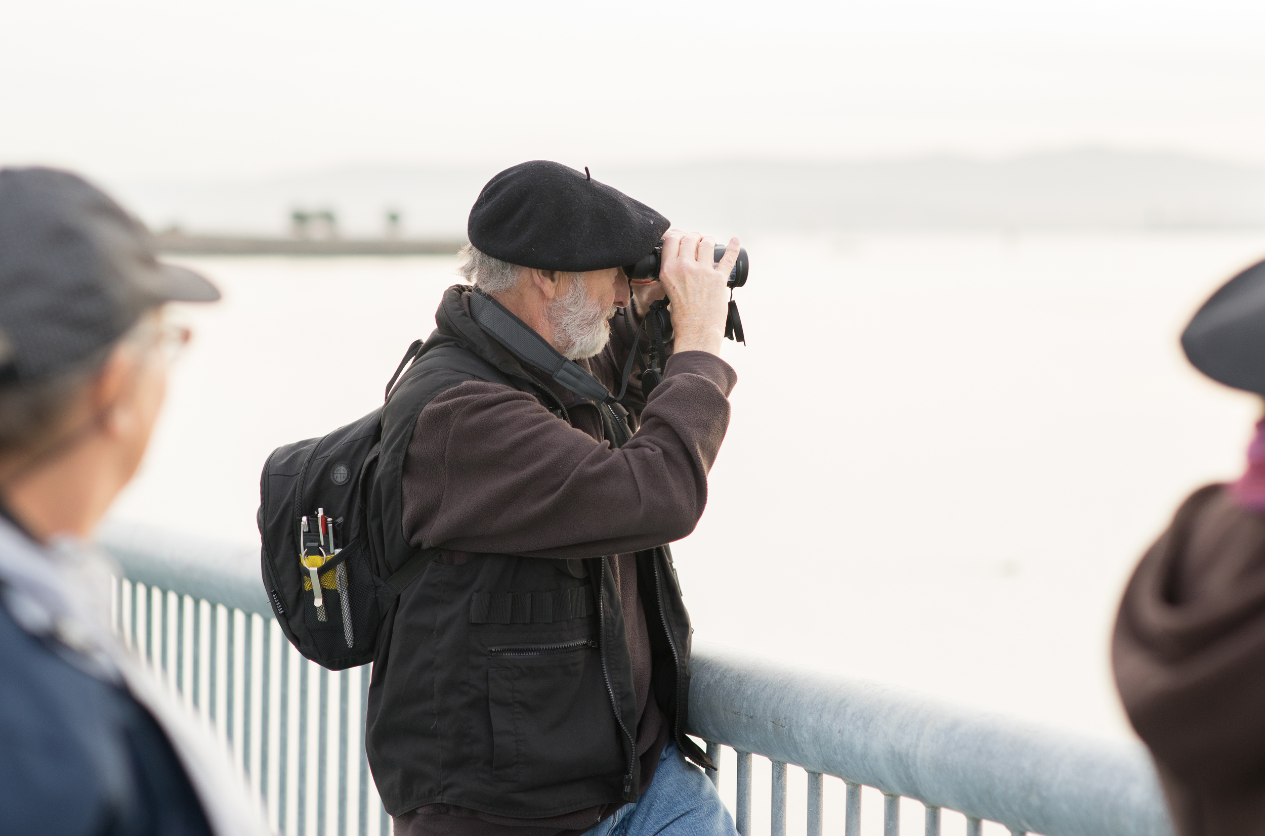 Excellent binocular posture. (Tony Iwane)