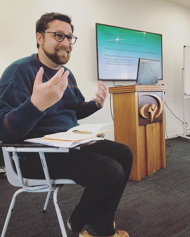 Wrapping up an incredible week with @adamgowen exploring a 'Theology of Place' ... together we looked at how a spirituality of relatedness can inform our theological (or perhaps theographical) praxis. Drawing on Aboriginal understandings of Country and holism in contrast to western positivism and dualism. 🤲🏻