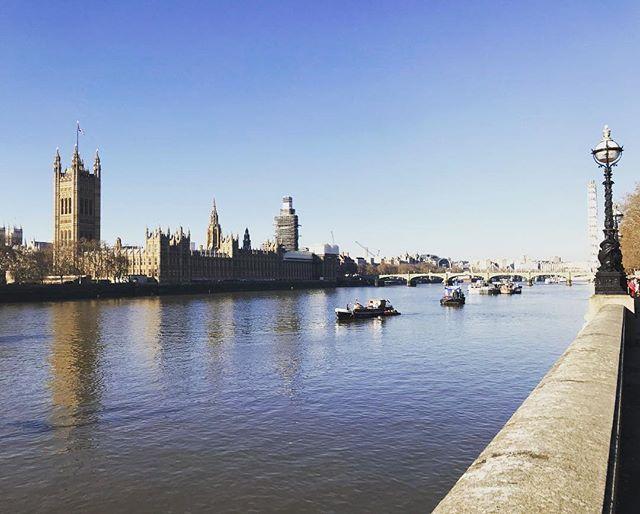 London 🇬🇧 🌞. . . . . #brexit #brexitmeanssunshine #sun #cityscape #london #spring #climatechange #thamesriver #tgif #locationscout #venue #lfw #citywalks #housesofparliament #spacetocreate