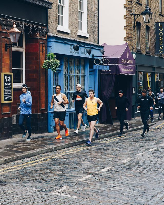 On two of the mornings the Tracksmith team led shake-outs through the streets of London. . It was clear the team live and breathe what the brand stands for. The first time we met on site early one morning they all appeared in running gear, having run over from West London. Very impressive! 🏃♀️ 🏃♂️ . Photo creds @_charliehurst_ and @finsull1992 . . #runners #runnerlife #shakeout #runningcommunity #streetrun #coventgarden #sevendials #brand #values #marathon #training #tracksmith #london #popup #londonlife #streetstyle