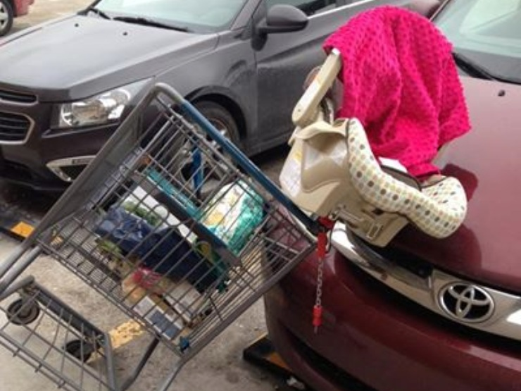 Viral Photo Emphasizes Baby Shopping Cart Safety – theBUMP*