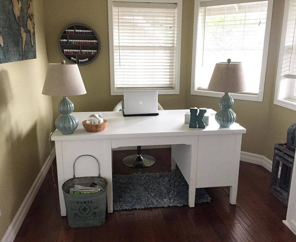 While the desk is a little bare for my liking, I absolutely love the room and positioning. It looks like it should be overlooking the ocean, and that rug looks super comfortable.