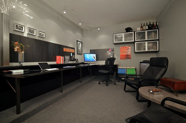 This looks more like a recording studio than an office, I love the wall-length desk and mini lounge. If this were mine, however, I'd have to opt for a few more monitors.