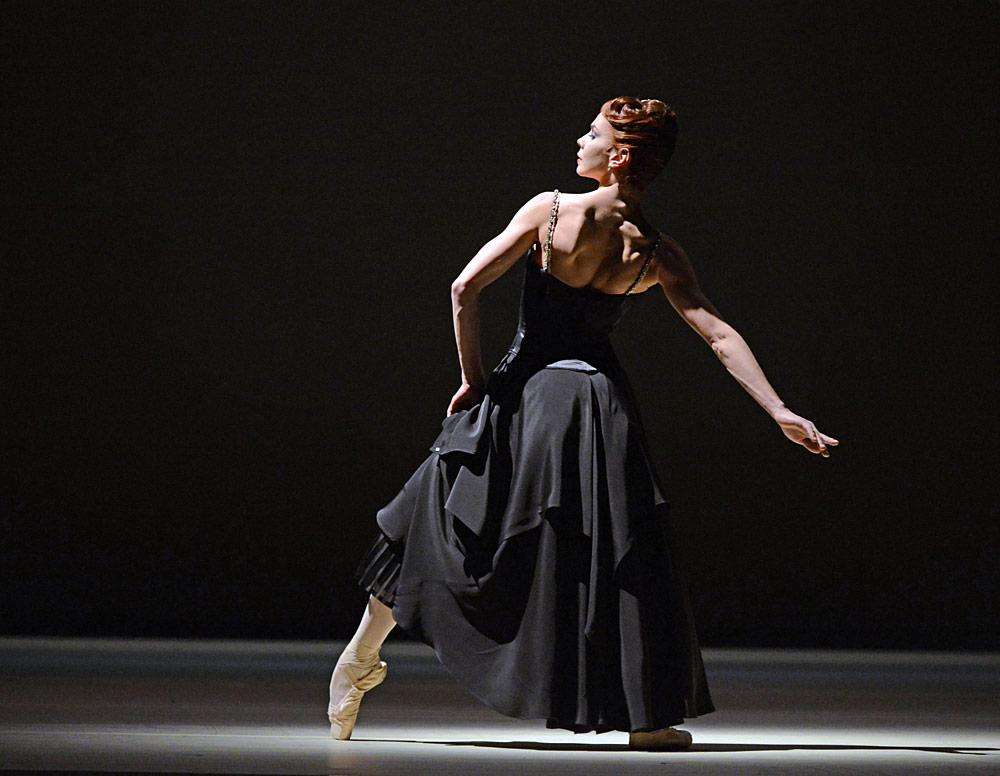 dm-strapless-natalia-osipova-black-pose_1000.jpg