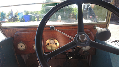 1924_Morris_Cowley_drivers_seat3_400px.png