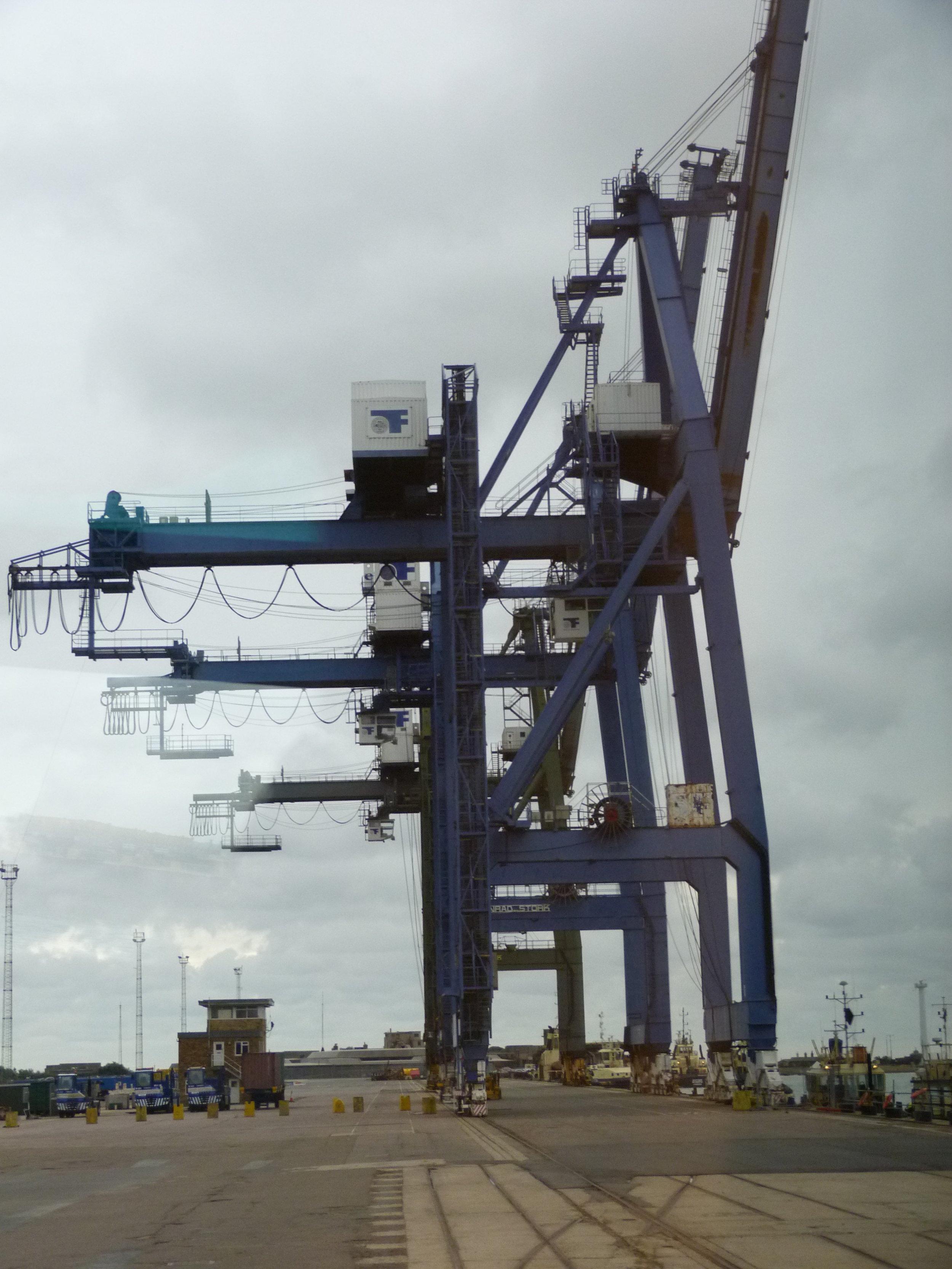 Port of Felixstowe Old-Redundant Cranes P1040023.JPG