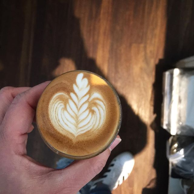 Start day with #kafeine #coffee #balmainsydney #kafeinebalmain #latteart #coffeeporn #sydneycafe #offwhite #sneakerhead #havealovelyday
