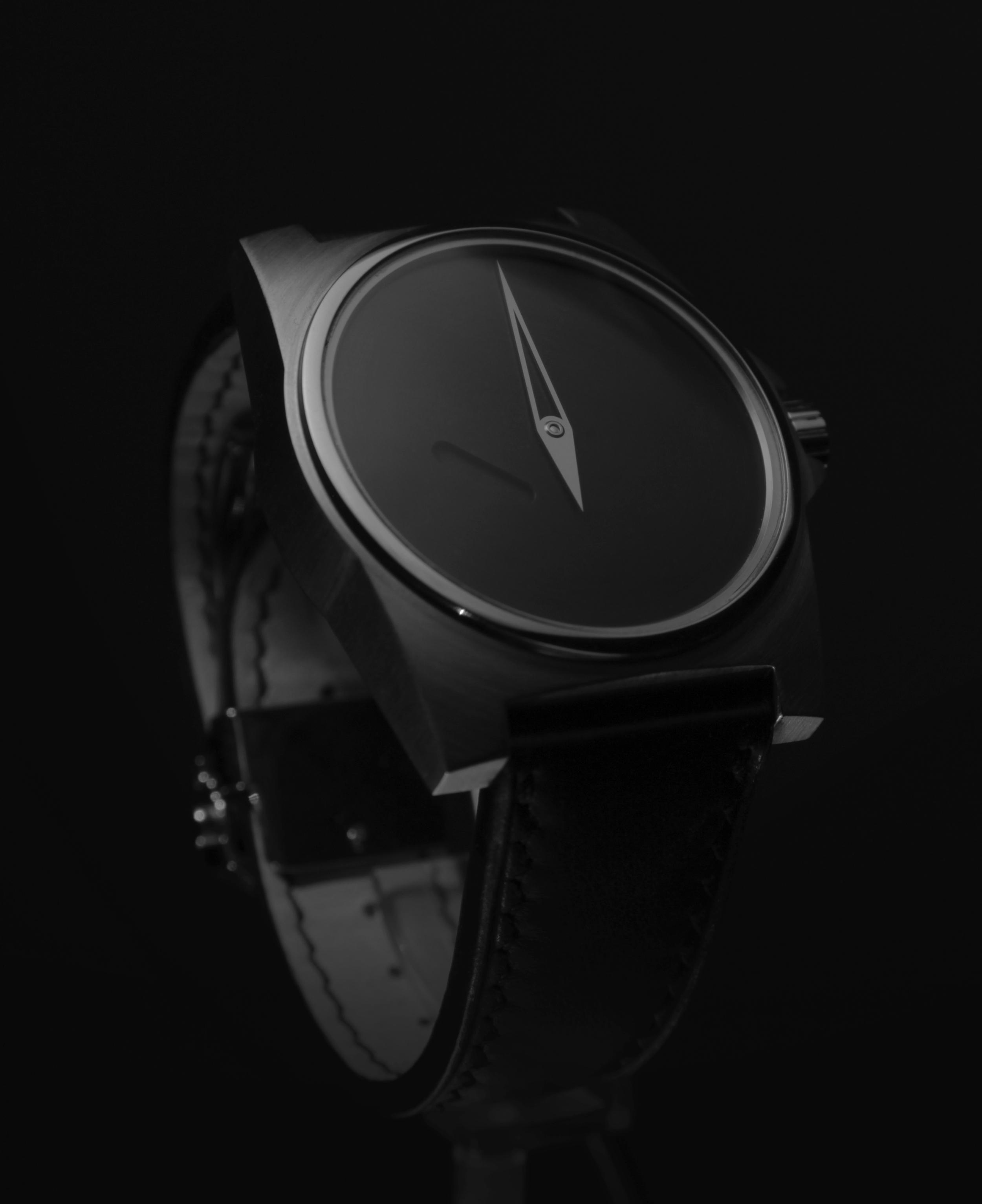BW (Black Watch, Bernatchez-Winiger), Lost in Time, 2009-11  Montre-bracelet, acier, cuir de cheval, en collaboration avec l'horloger Roman Winiger,