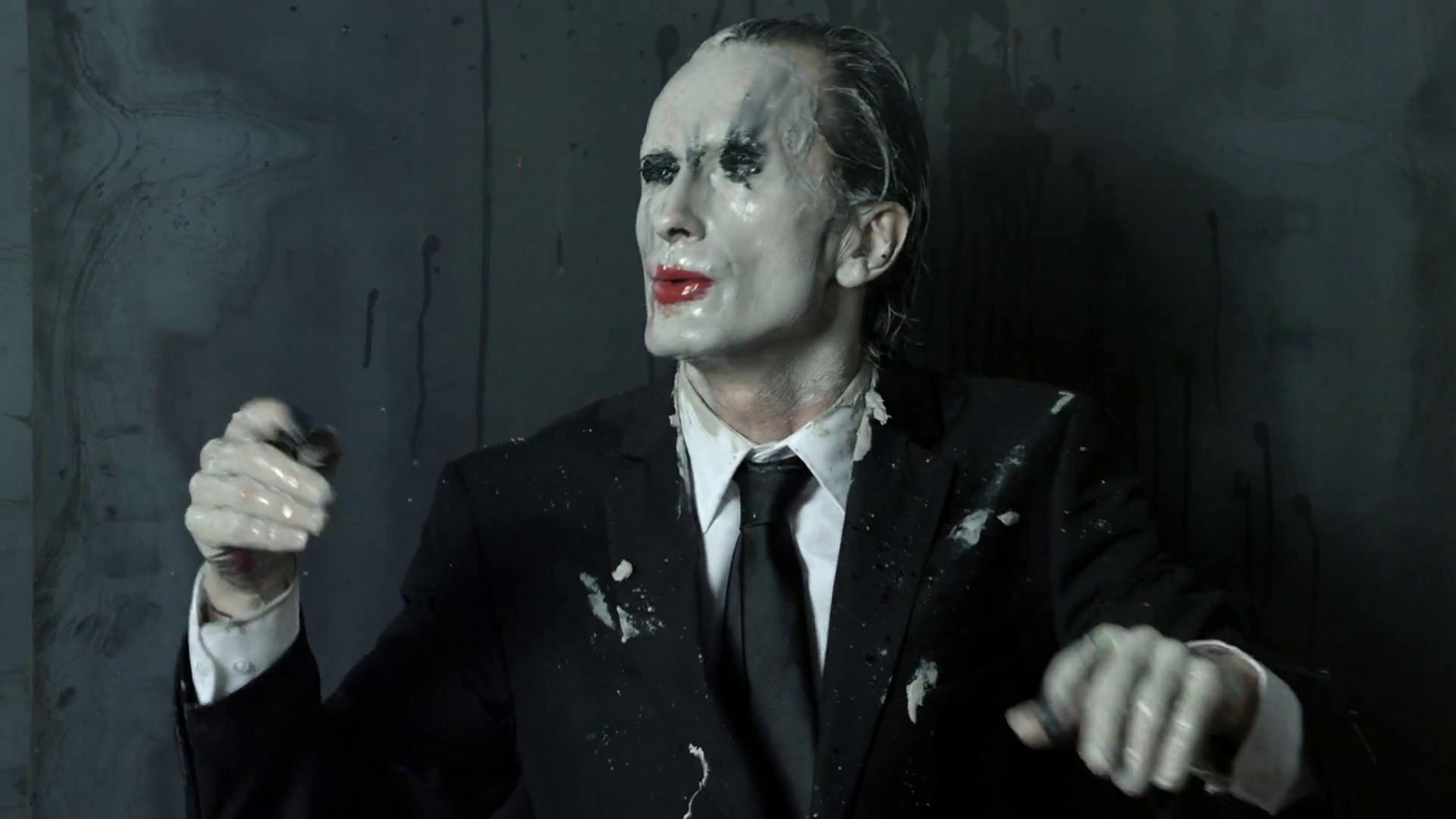 Olivier de Sagazan dans son clip avec Mylène Farmer