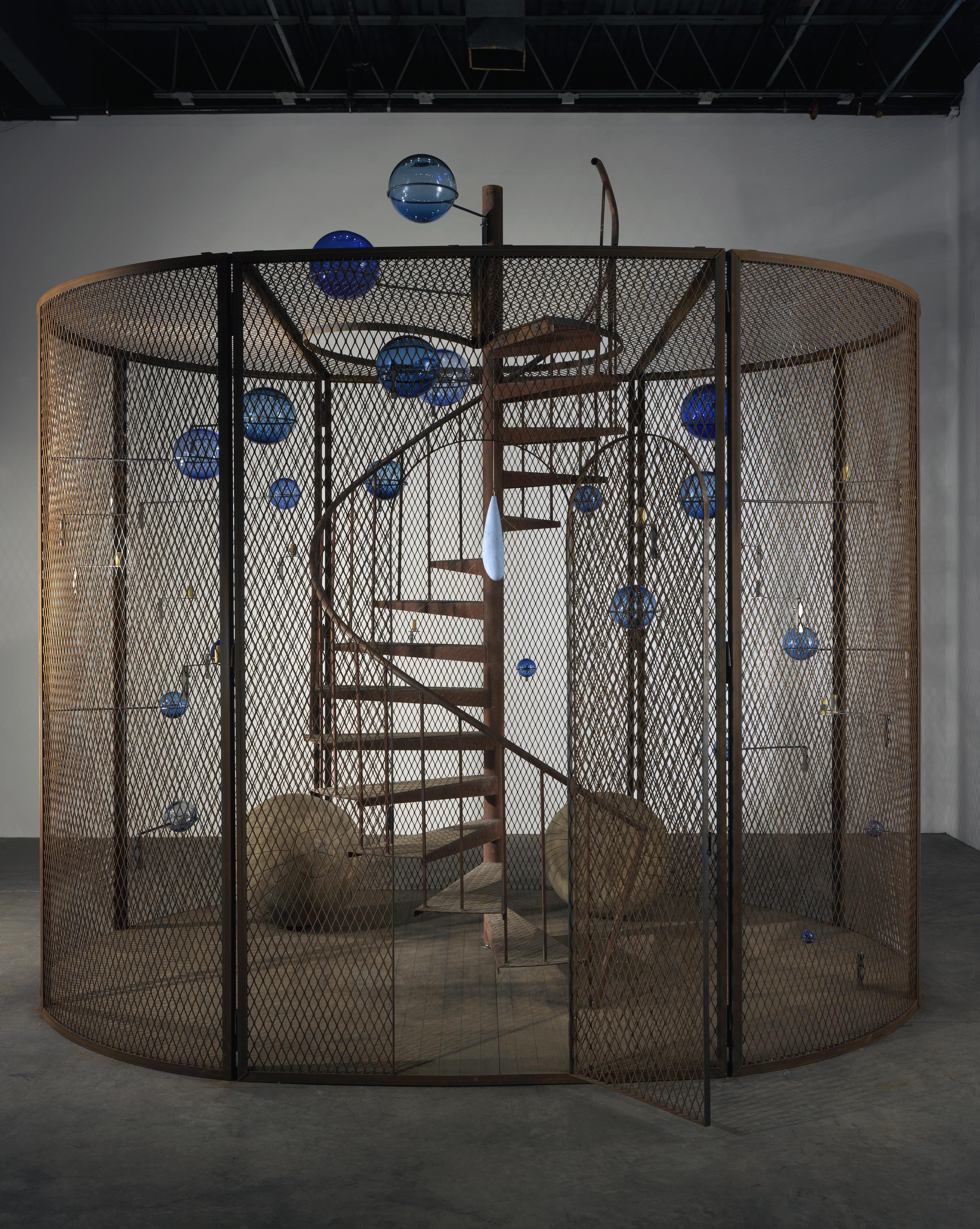 Cellule (La dernière montée) [Cell (The last climb)]  (2008)  Louise Bourgeois  Photo : Christopher Burke  © The Easton Foundation / VEGAP