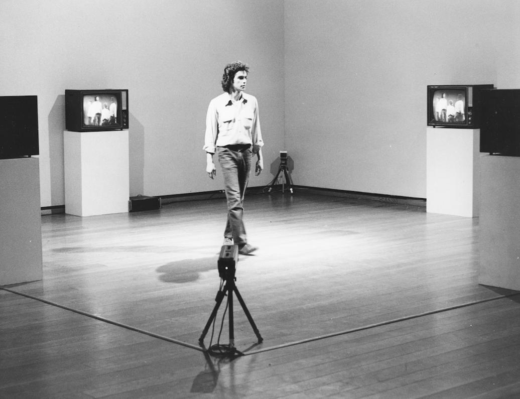 Optical Sockets (1972-1973)  Peter Campus  Courtesy de l'artiste et de la Cristin Tierney Gallery. Installation à l'Everson Museum of Art, Syracuse, NY, 1974 – Photo Christopher Coughlan, courtesy Paula Cooper Gallery © Peter Campus 2017