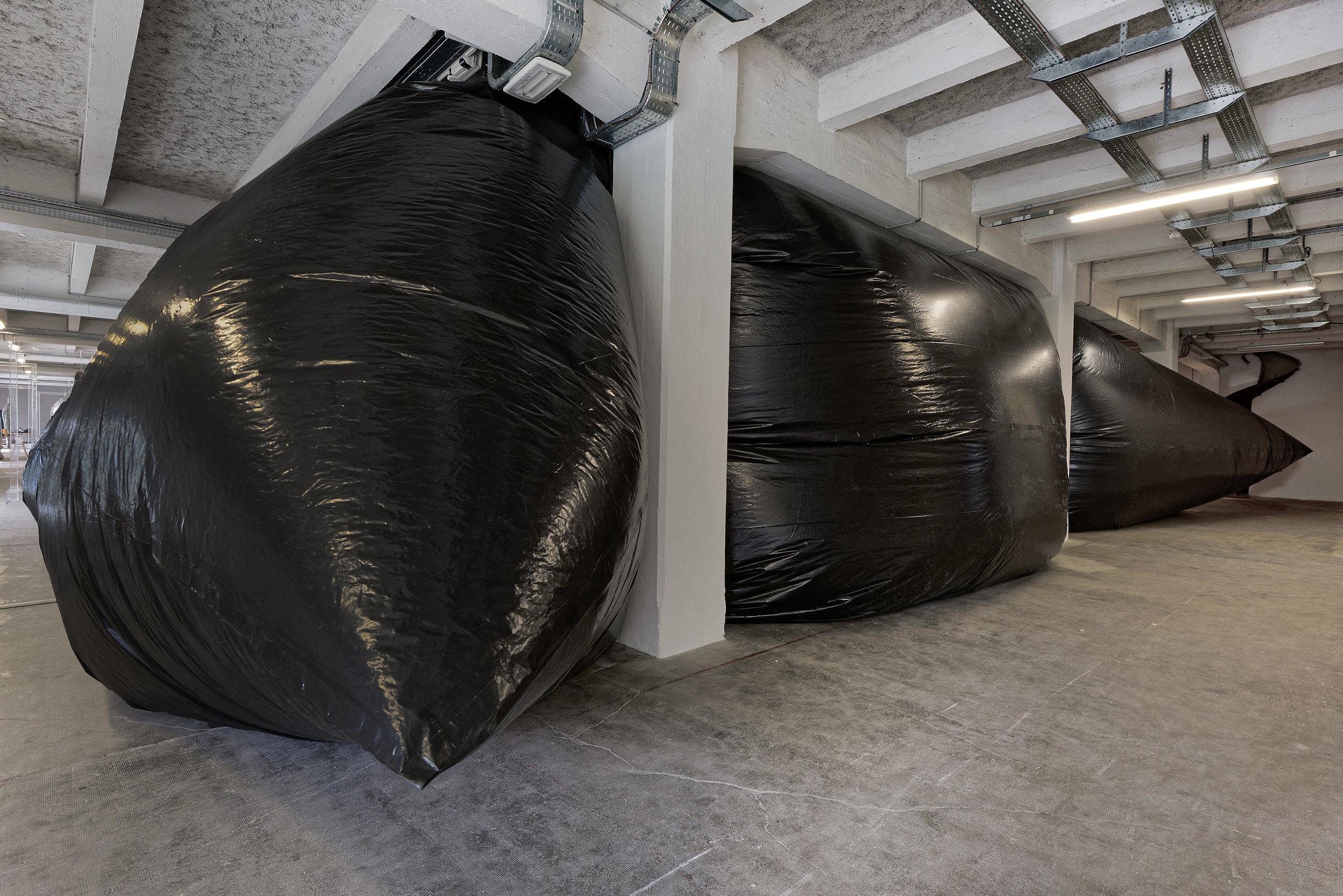 Welcome to Caveland!  (2017)  Philippe Quesne  Courtoisie de l'artiste et de la Biennale de Lyon, Photo : Blaise Adilon