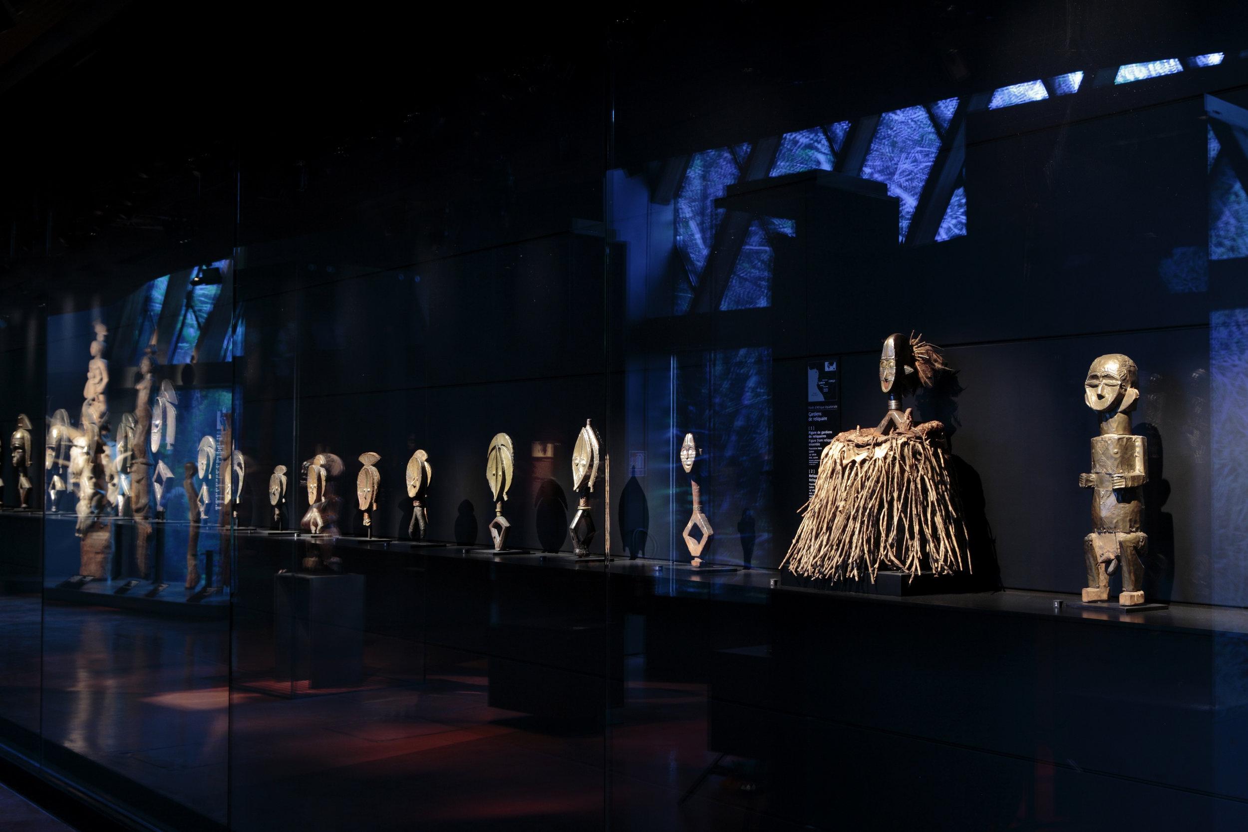 Musée du quai Branly. Le plateau des collections. Vue sur la zone Afrique.  © musée du quai Branly - Jacques Chirac, Photo : Cyril Zannettacci