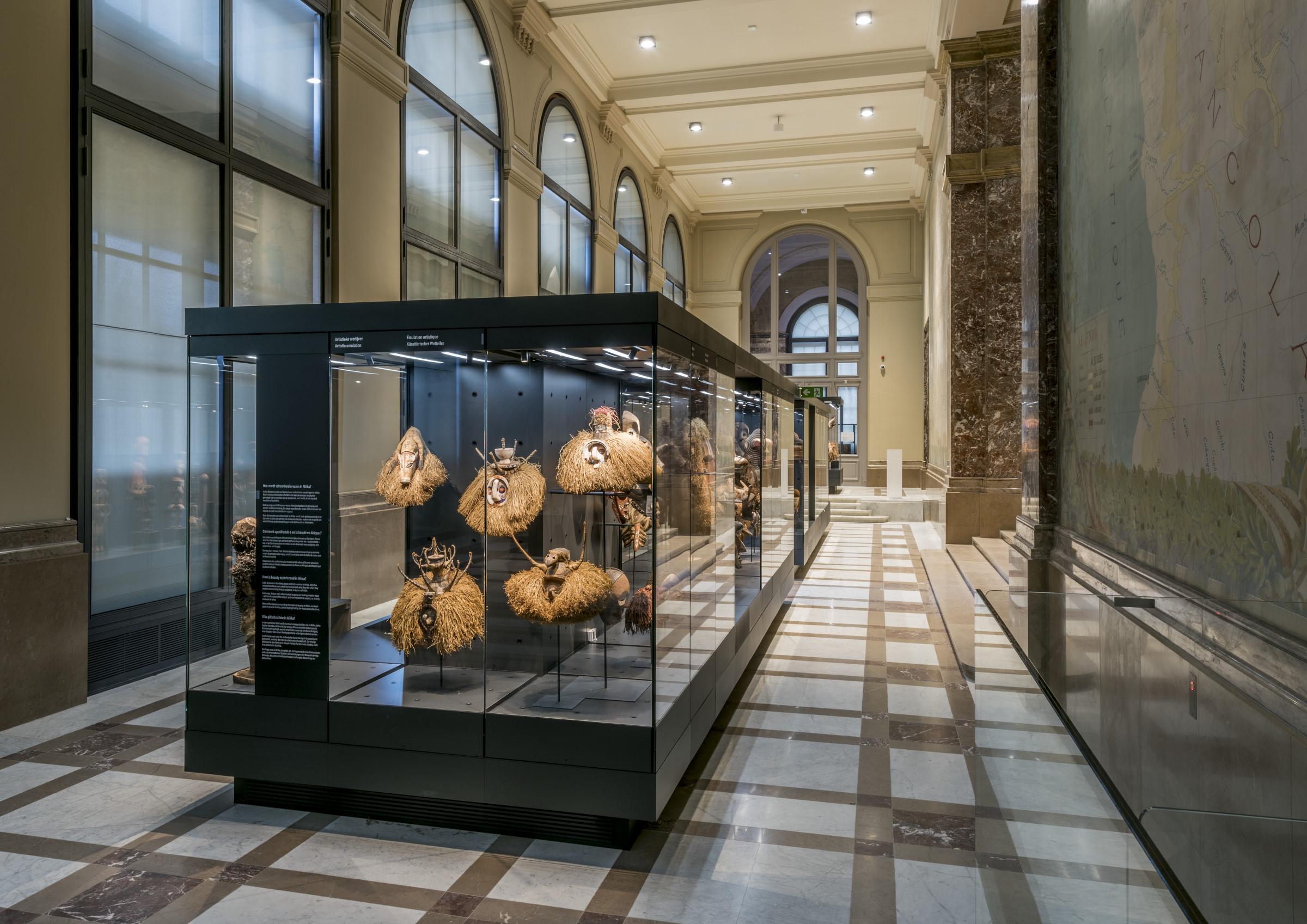 Vue de la salle « Issus de la collection : Art sans pareil »  © MRAC, Tervuren, Photo : Jo Van de Vijve