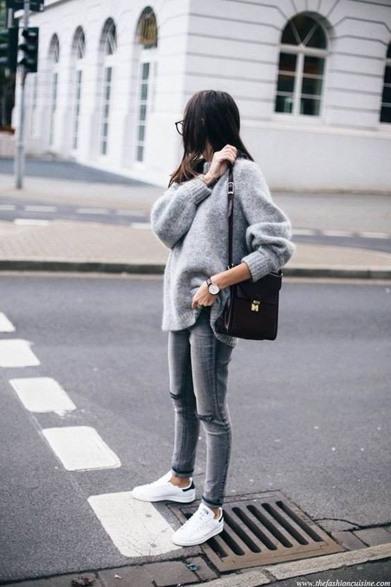 MAPPCRAFT.COM | HOW TO NAIL ATHLEISURE IN 2017:   OVERSIZED SWEATER | image via thefashioncuisine.com