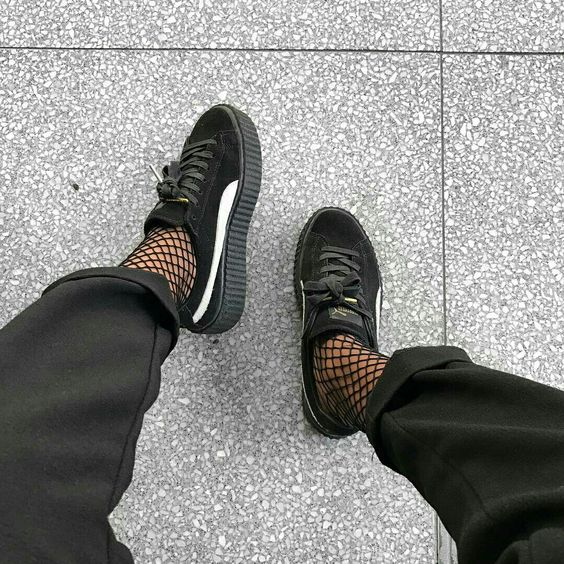 MAPPCRAFT.COM | HOW TO NAIL ATHLEISURE IN 2017:   FISHNET SOCKS | IMAGE VIA @PrettyGirlsLied