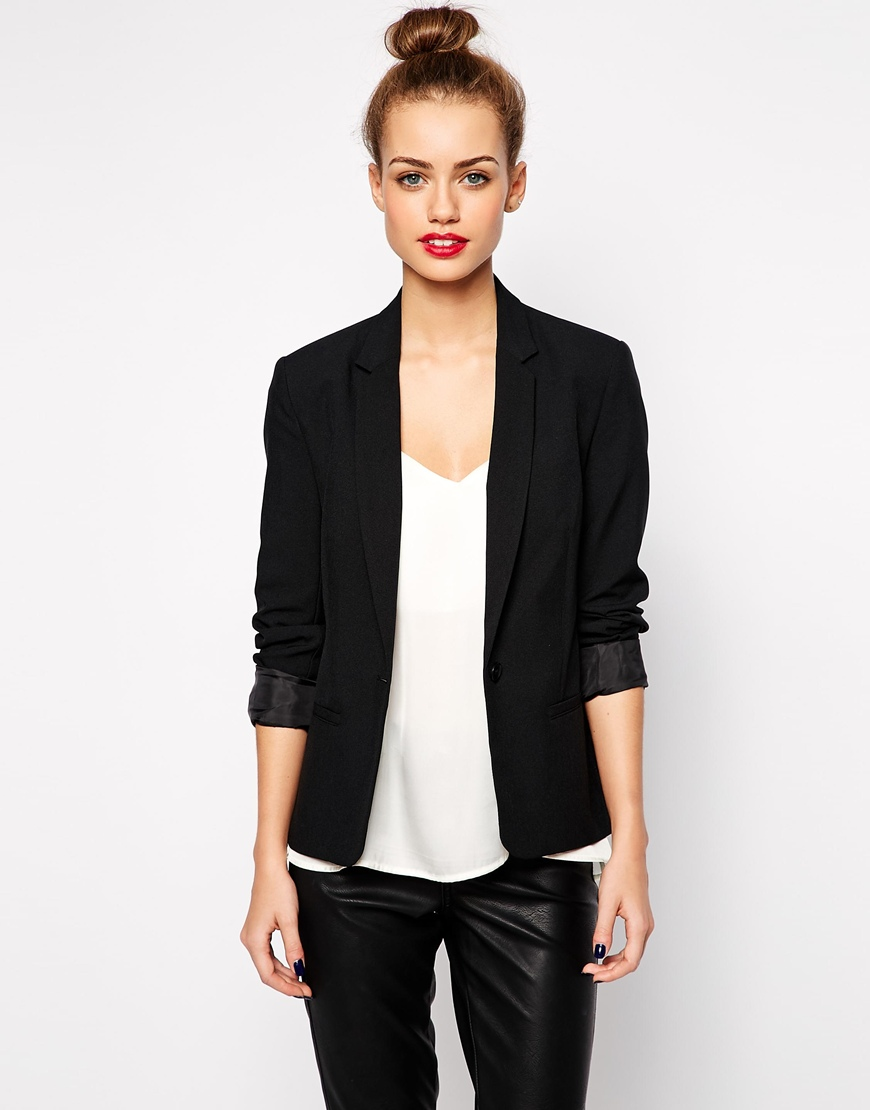 Wardrobe Must-Have: Polishing Blazers @ Cat On The Moon (www'catonthemoon.xyz) - A thoughtful style blog for a simple life.