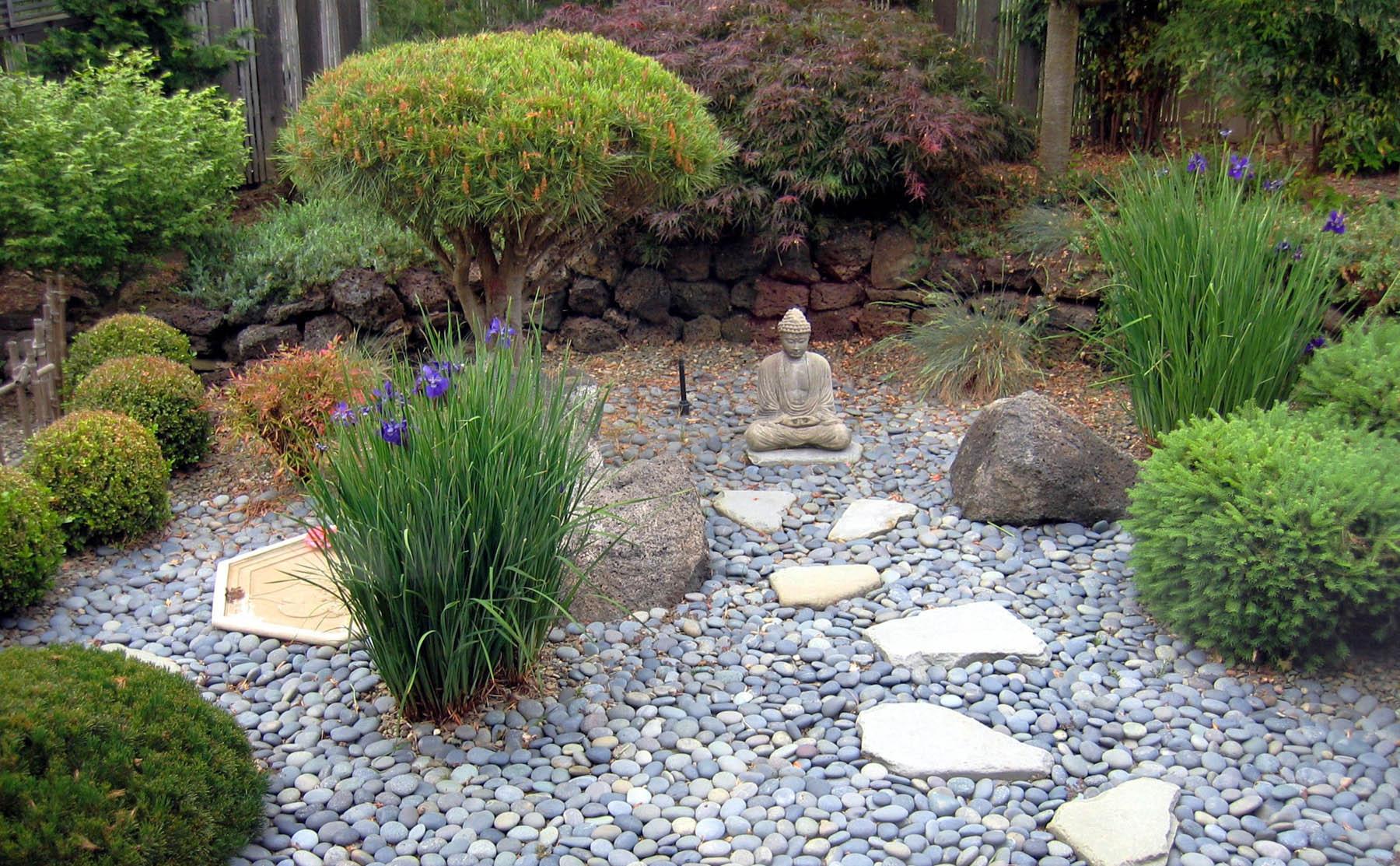 SC 27 Japanese-styled fence & Budda provide focal points_web.jpg