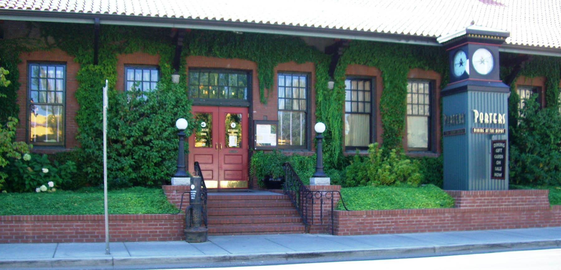 0 2 Porter's Restaurant_web.jpg