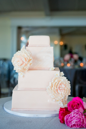 Photo by:    Artvesta Studio    / Cake by:    City Sweets & Confections